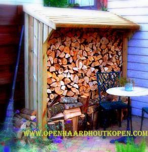 Een houthok zorgt ervoor dat het haardhout altijd droog blijft; houtopslag