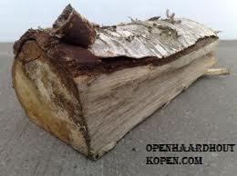Berkenhout werkt zeer goed als haardhout voor de openhaard.