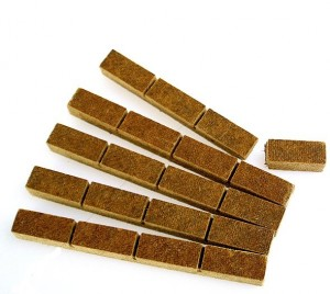 Aanmaakblokjes zijn nuttig bij het aansteken van je haardhout. Een aanmaakblokje is het begin van iets moois!